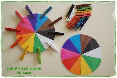Jeu à fabriquer 2 autre variante : ne pas teinter les pinces, y écrire le nom des couleurs