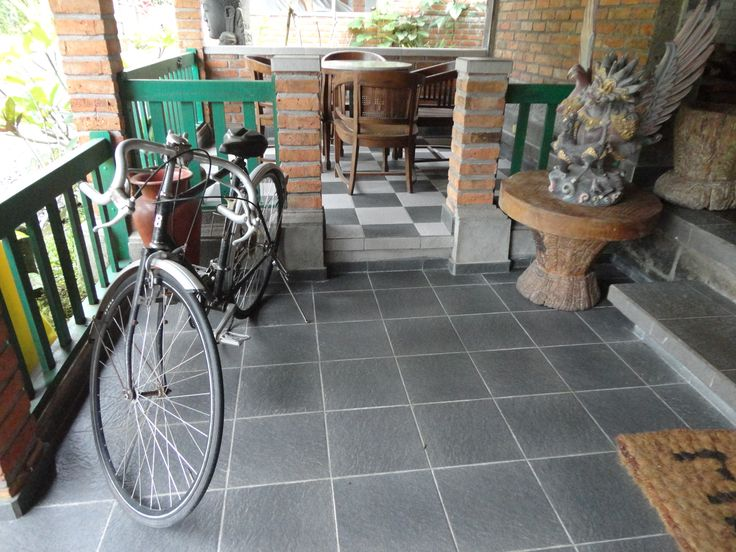 Ride this bike and explore the village of Blimbing and the surroundings.