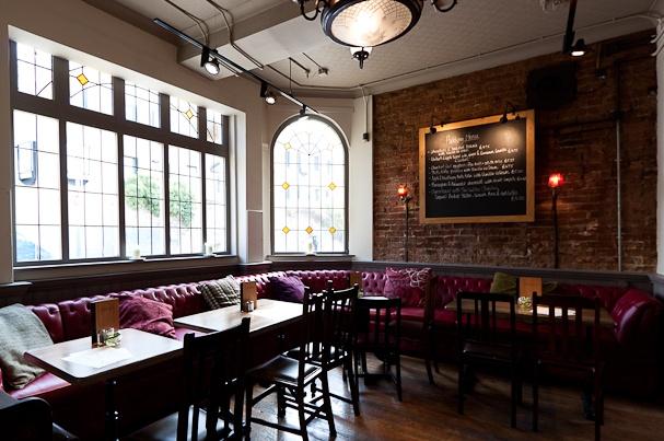Oxford Pub - The Jericho Tavern  56 Walton Street, Jericho, Oxford, OX2 6AETel: 01865 311 775