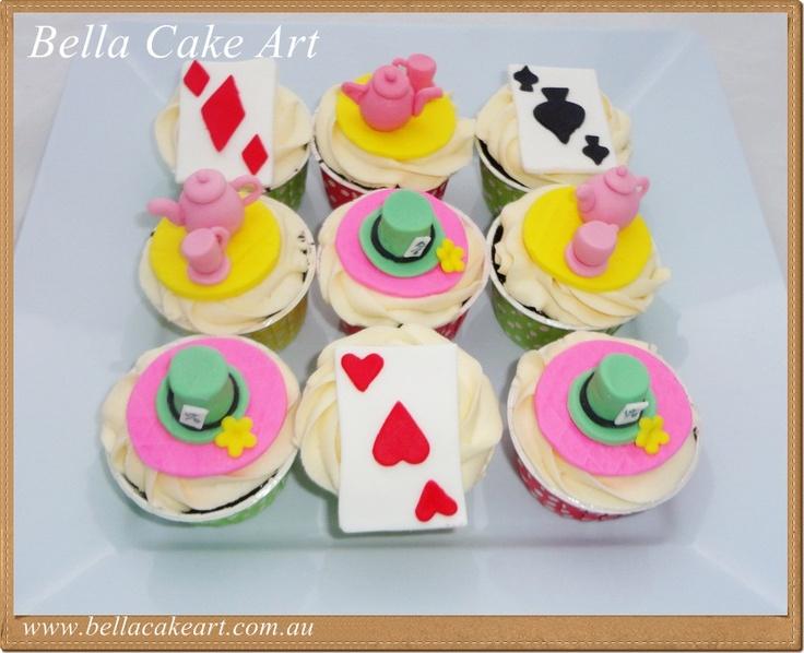 Alice in wonderland by Bella Cake Art
