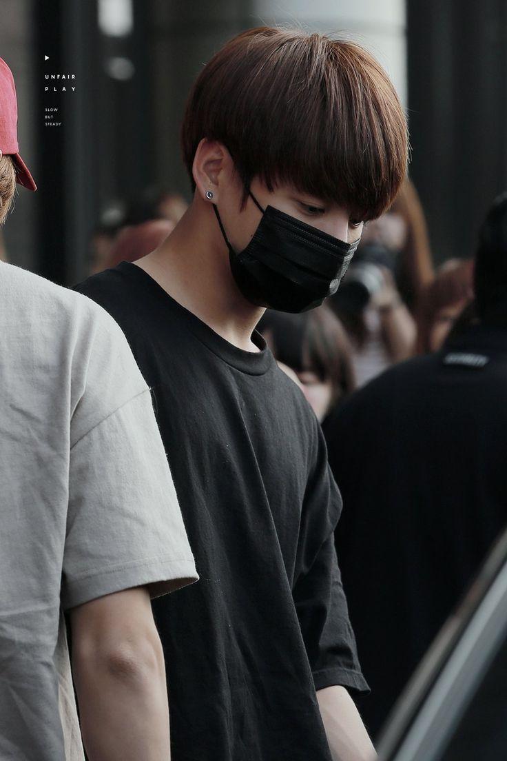 Mesmo de mascara ainda consegue ser a pessoa mais linda da terra- Jungkook #BTS❤❤❤