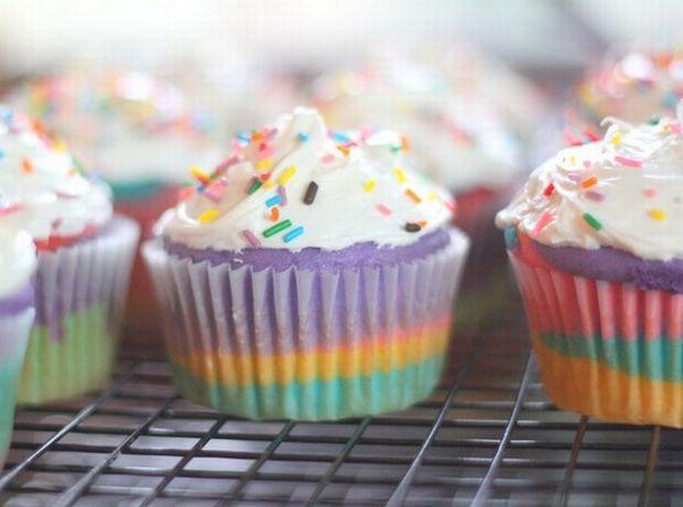 Εντυπωσίασε τους πάντες με πολύχρωμα cupcakes