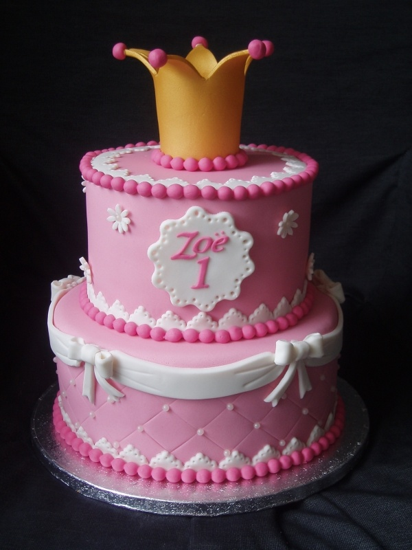 Pretty pink princess crown cake (Judy C. could definitely handle this... wink wink)