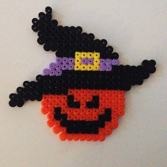 Halloween hama beads by brinehpenpal http://www.creactivites.com/229-perles-a-repasser