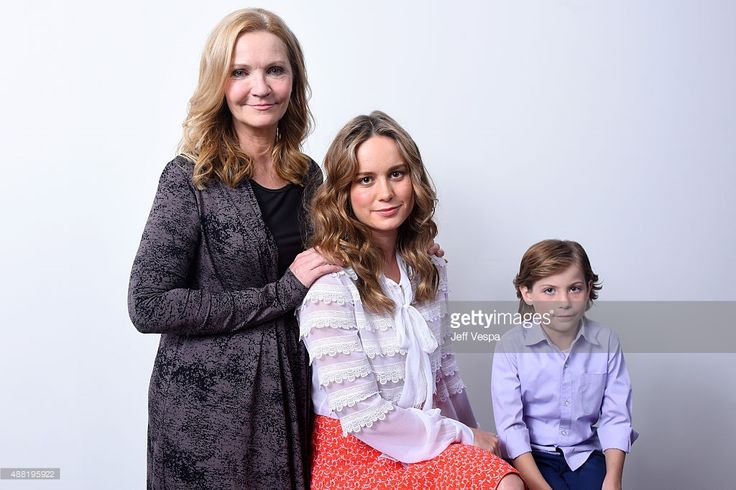 Actors Joan Allen, Brie Larson and Jacob Tremblay from 'Room' pose for a…
