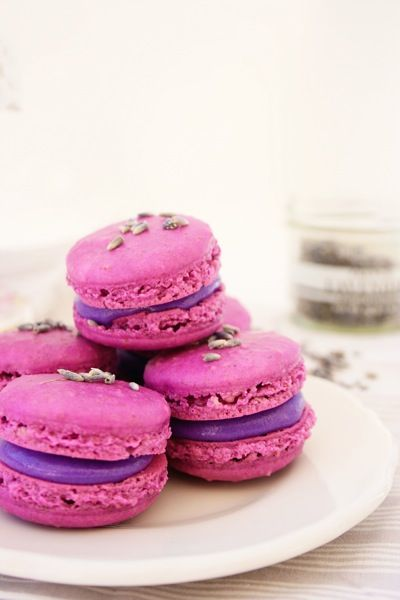 Lavender macaroons: Desserts, French Pastries, Food Colors, Purple Food, French Macaron, Gluten Free, Lavender Macaroons, Teas Parties, Macaroons
