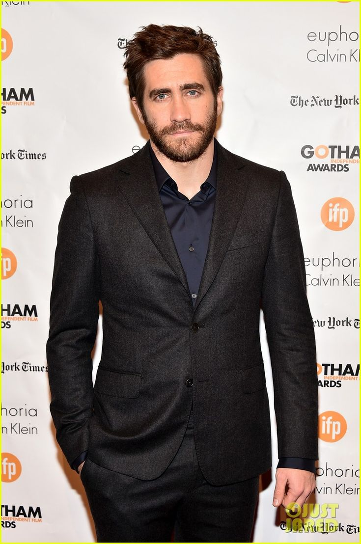 Jake Gyllenhaal Covers Up His Body After 'Southpaw' Shirtless Photo Released