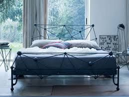 Картинки по запросу изголовье кровати у окна дизайн