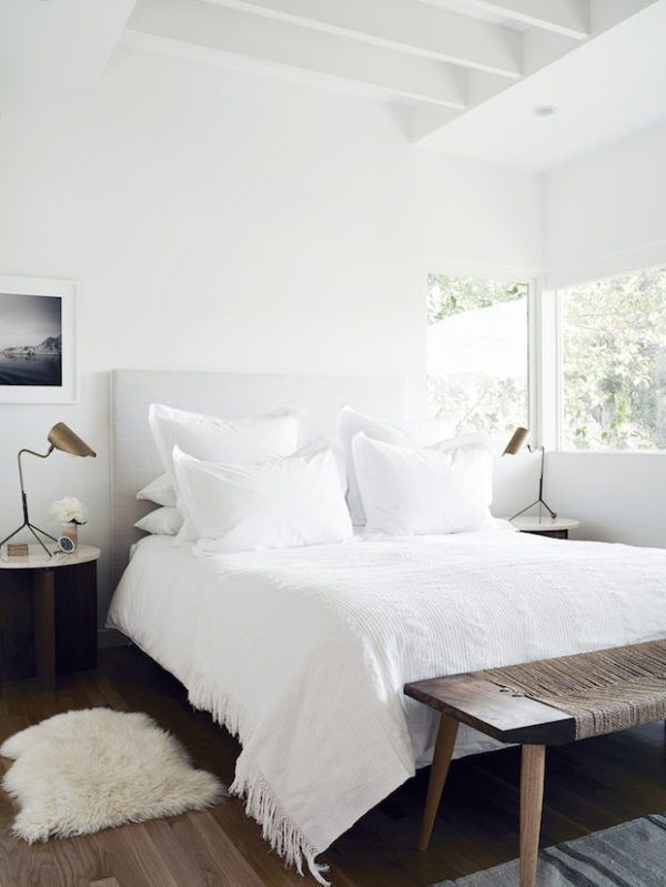 small white bedrooms 25 best ideas about white bedding on fluffy 13357