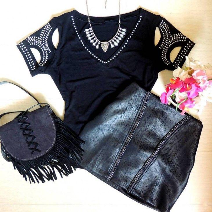 tshirt-camiseta-mangas-vazadas-recorte-pedrarias-comprar-saia-couro-ecológico-bolsa-preta-franjas