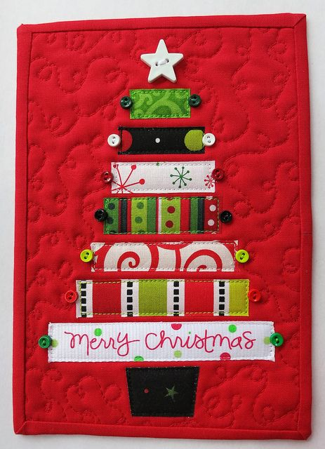 Cute Christmas quilt....little. Great idea for a quick gift for someone special....use those scraps.