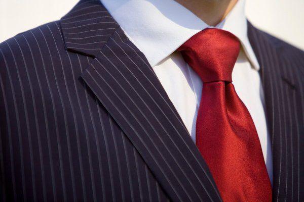 あなたはネクタイの結び方、マンネリ化していませんか?もちろん、ビジネスに合ったものはあるけれど、たまにはおしゃれに結んで女子の注目を浴びちゃいましょう!