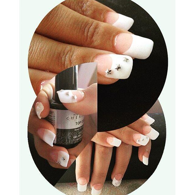 Uñas Acrigel francesa con  aplicación de estrellas #javianabeauty #nailsgel #nails #uñas #nailsinstagram #uñasdecoradas.
