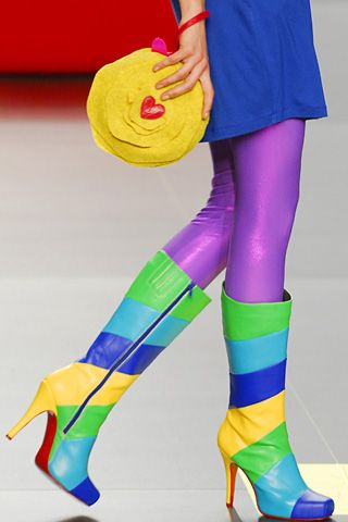 Use the following words in a ten-minute free write: 1. BOOTS, 2.CLUTCHED, and 3. MUSTARD YELLOW or PURPLE. **Standards:  L5, W3, W10 (distinguishes among connotations such as giggle/snicker/guffaw, uses precise words/phrases, writes routinely within time frames) ** Lesson link: http://pinterest.com/elaseminars/ (Photo source link below)