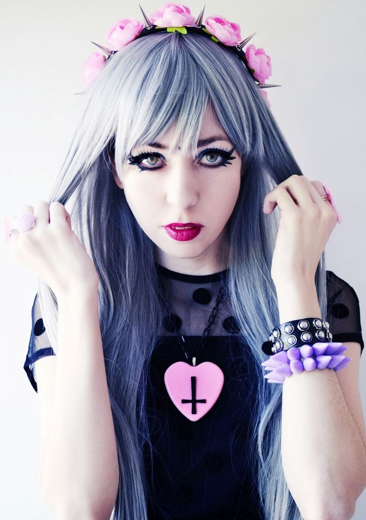 goth girl frame lips - photo #40