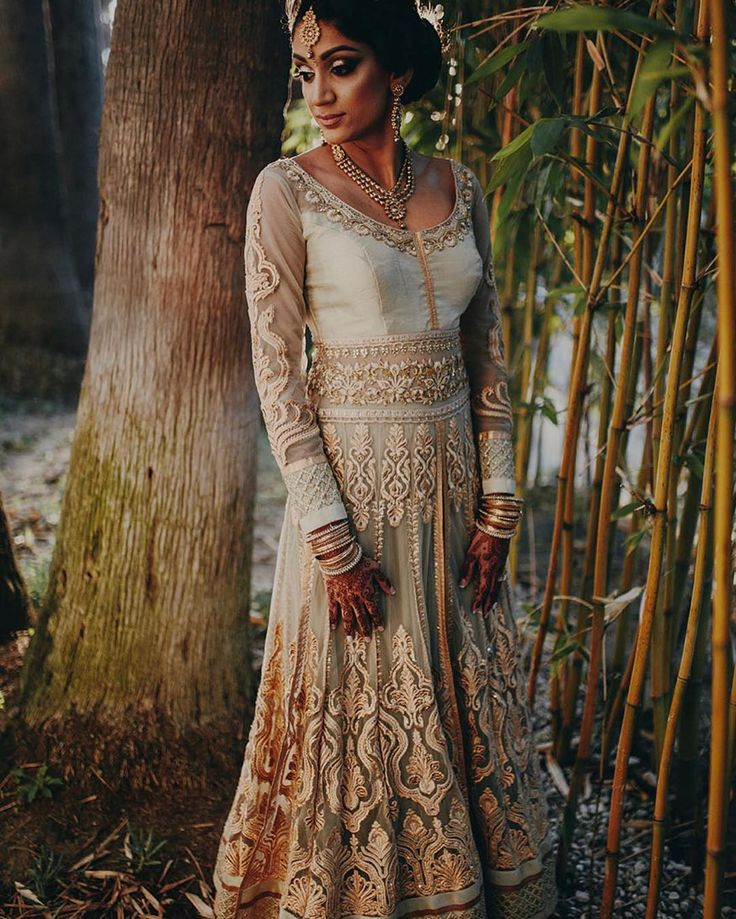 Beautiful #reception outfit.  Full feature on the blog.  @homphotography @bluelotusinsights @beautybyng #indianbride #indianbridalwear