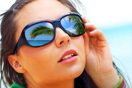 Tutelare la vista con charme. #Occhi e #protezione dal #sole: tutelare la vista con charme. Godersi l'estate e il mare proteggendo gli occhi: come essere impeccabili anche in vacanza indossando lenti a contatto comode e occhiali da sole #glamour http://www.ilsitodelledonne.it/?p=16962