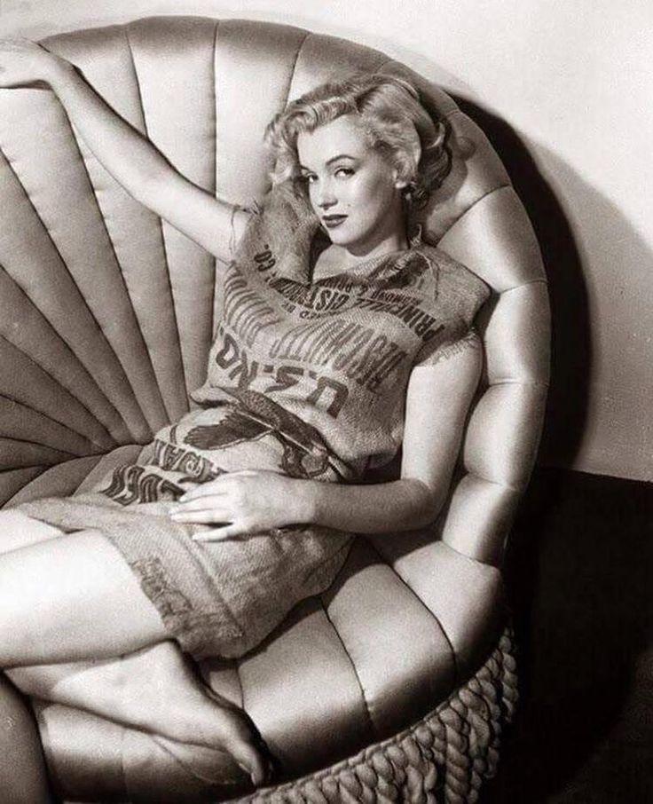 Foodporn, historyporn, earthporn - Marilyn Monroe wearing a potato sack, 1951 Check...