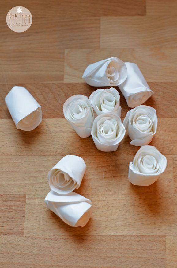 Quanta eleganza può nascere anche da un semplice materiale come la carta!  Pochi gesti e dei cerchi, tra le mani di Cristina, diventano dell...