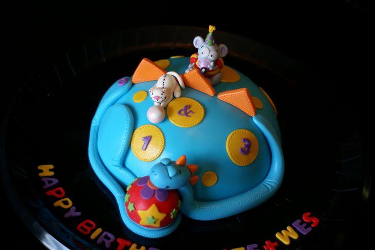 Toopy & Binoo with cake Dino!