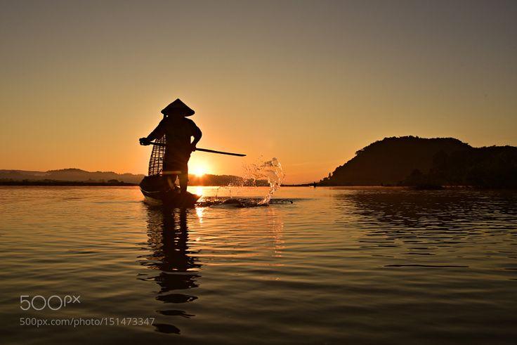 Fishing scoop by Sirisak
