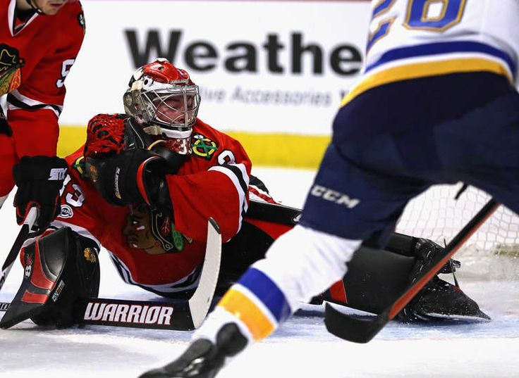 CHICAGO, IL - FEBRUARY 26: Scott Darling #33 of the Chicago Blackhawks stretches to make a save against Paul Stastny #26 of the St. Louis Blues at the United Center on February 26, 2017 in Chicago, Illinois. (Photo by Jonathan Daniel/Getty Images)