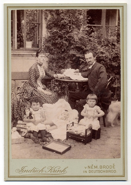 Jindřich Krink, Havlíčkův Brod - Happy Bespectacled Family by josefnovak33, via Flickr