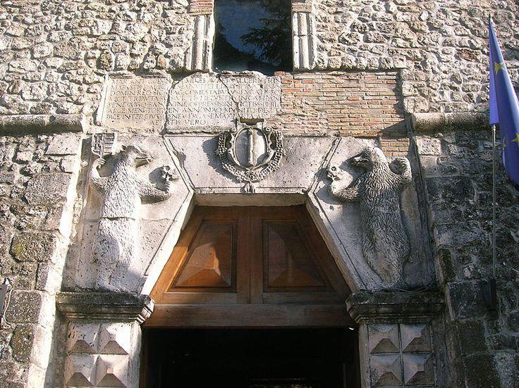 Dettaglio dell'ingresso al Castillo Orsini-Colonna ad Avezzano (L'aquila, Abruzzo, Italia). 42°02′28″N 13°26′22″E