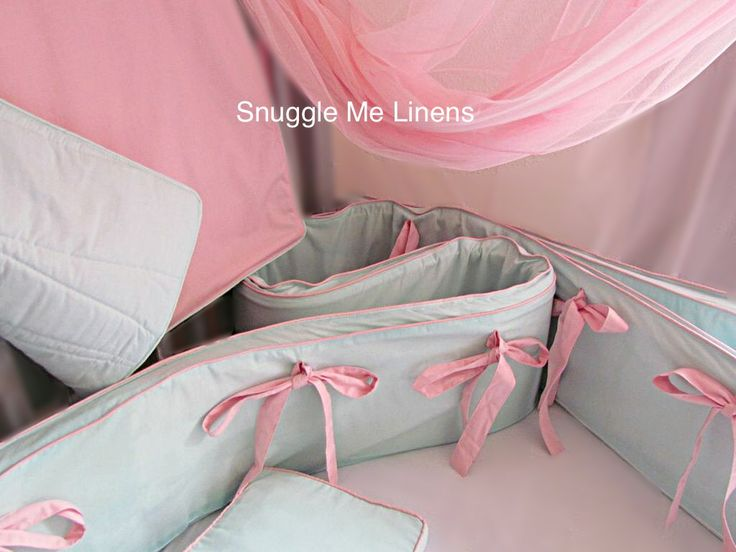 Full bumper, quilt, mosquito net and cot pillow in aqua with pink piping and ties