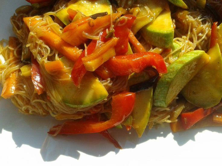 Taitei cu legume chinezesti in sos de ghimbir