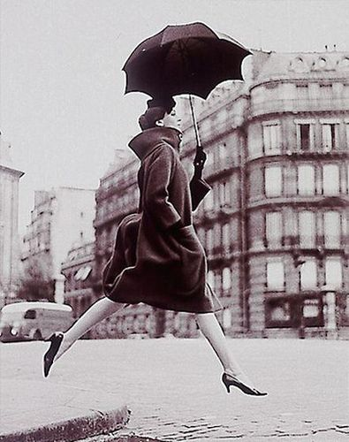 Avedon #avedon #umbrella #europe #city #movement #walk
