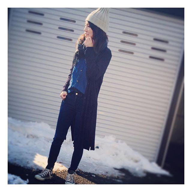 rinnn6.6今日もOFF! でも子供の病院DAYなのではのんびりできずに朝からバタバタ  春だからそろそろバッサリ切りたい✄♡ 。  #デニムオンデニム  #上下ユニクロ  #uniqlo の#ウルトラストレッチジーンズ と#ロングカーディガン ♡ は#zarakids ♬  #ニット帽 は#maisondereefur  #converse の#ハイカット スニーカー☆  #今日の服 #今日のコーデ #fashion #ママ #ママコーデ #ママライフ #アラサーママ #アラサーコーデ #ootd #スナップミー #ponte_fashion #kurasiru #coordinate #ファッション #ユニクロの輪 #ユニクロコーデ #ユニジョ #ユニジョコーデ