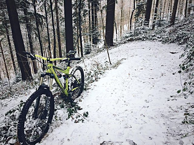 still not snowboarding  #blackforest #whiteforest #kybfelsen #canadiantrail #snowboarding #mtb #ghost_bikes #schwarzwald #enduro @ghostbikes_mtb and there goes yet another bike picture