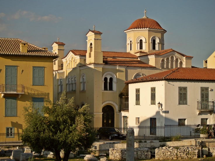Pameggiston Taxiarchon Church was built in 1852 on the ruins of a Byzantine church of the 11th century. (Walking Athens - Route 04 / Plaka)