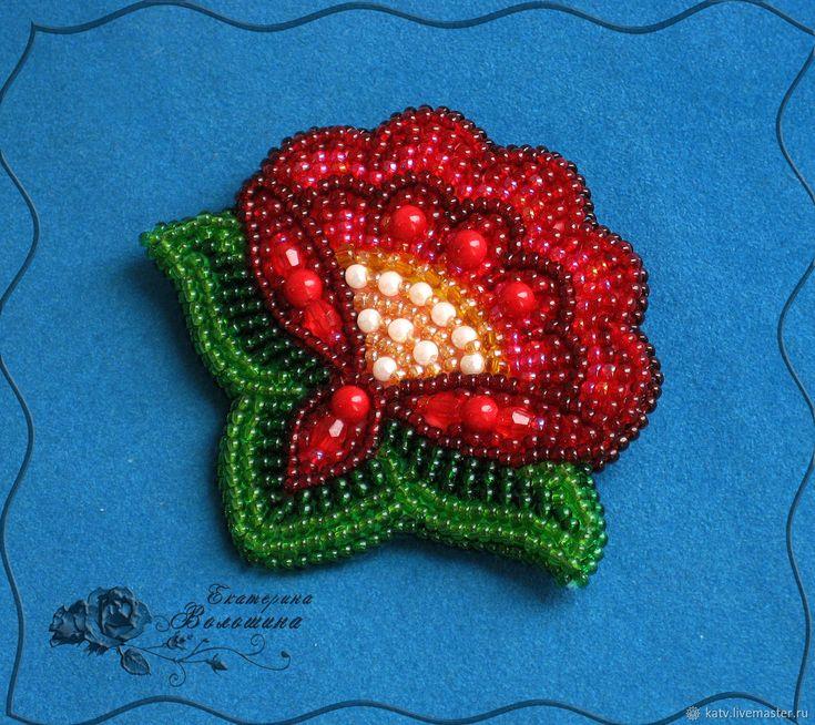 """Купить Брошь """"Аленький цветочек"""" - цветок, брошь, белый, зеленый, коралл, вышивка, бисер, бусины"""