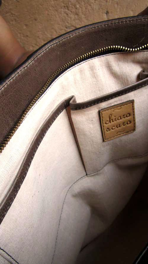 Pickle Emma, Chiaroscuro, India, Pure Leather, Handbag, Bag, Workshop Made, Leather, Bags, Handmade, Artisanal, Leather Work, Leather Workshop, Fashion, Women's Fashion, Women's Accessories, Accessories, Handcrafted, Made In India, Chiaroscuro Bags - 12