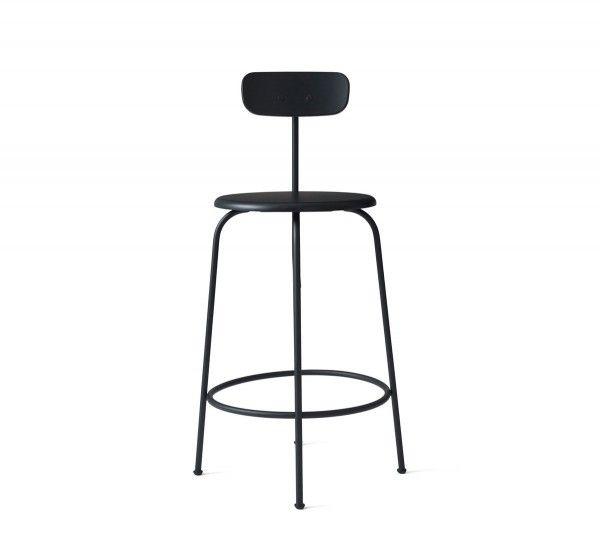 Progettato da Afteroom per Menu, Afteroom Counter Chair è uno sgabello realizzato con la struttura in acciaio verniciato e seduta in legno. Disponibile nelle finiture bianco o nero. Afteroom è uno sgabello, perfetto sia in in cucina, sia in zone pubbliche come davanti a un bar. Ideato nella sede di Stoccolma, dal duo taiwanese Hung-Ming Chen e Chen Wei-Yen, noto anche come Afteroom lo stesso Chen-Yen Wei ha detto: