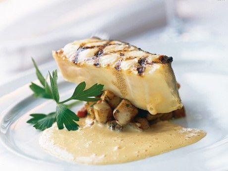 Grillad fisk med rotfruktspytt och fransk senapssås