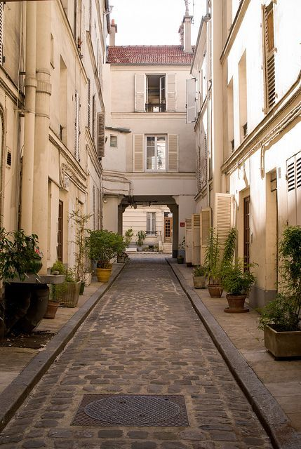 Cour du 283 rue de Vaugirard - i'm always on the looking for cool, interesting and unusual things to do in the 15eme arrondissement.