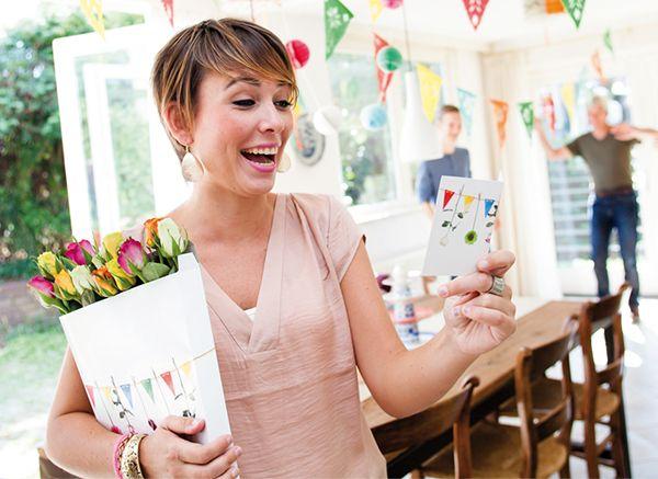 een jarige jet verrassen met een bijzonder uniek cadeau door de brievenbus? echte roosjes gemengd of mono? Wie verras jij op haar verjaardag!? <3