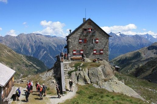 Mountain pastures, huts and inns: Erlangerhütte