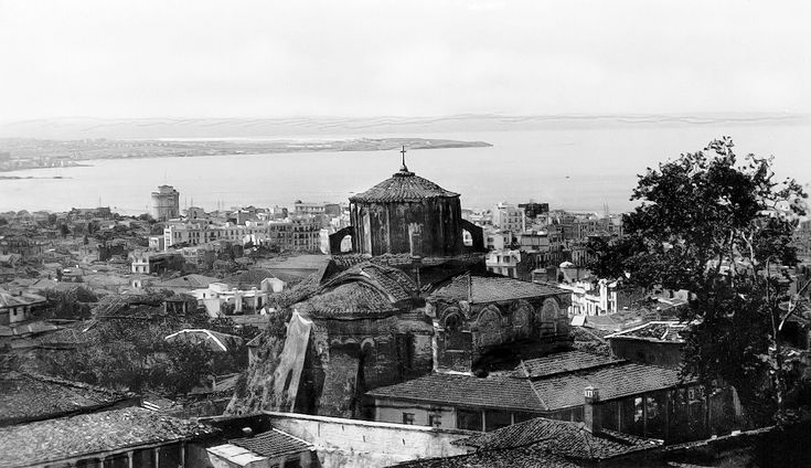 Ο Προφήτης Ηλίας και γενική άποψη της πόλης τη δεκαετία του 1930