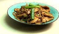 Nouilles de Shanghai sautées au poulet et au chou napa parSuzanne Liu