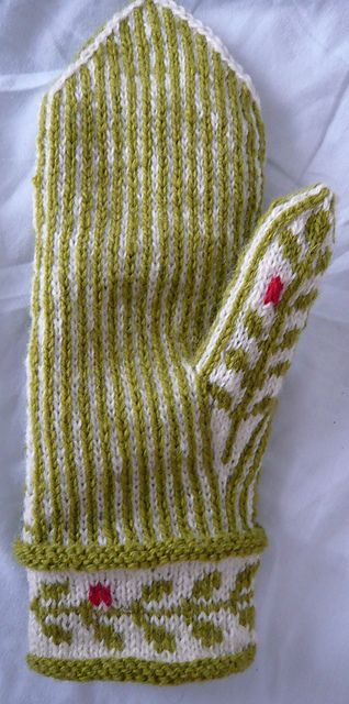 "Ravelry: På lingonröda tuvor - by Anna Kj; a buyable knitting pattern - I love it - esp the little ""pinks"" :-)"