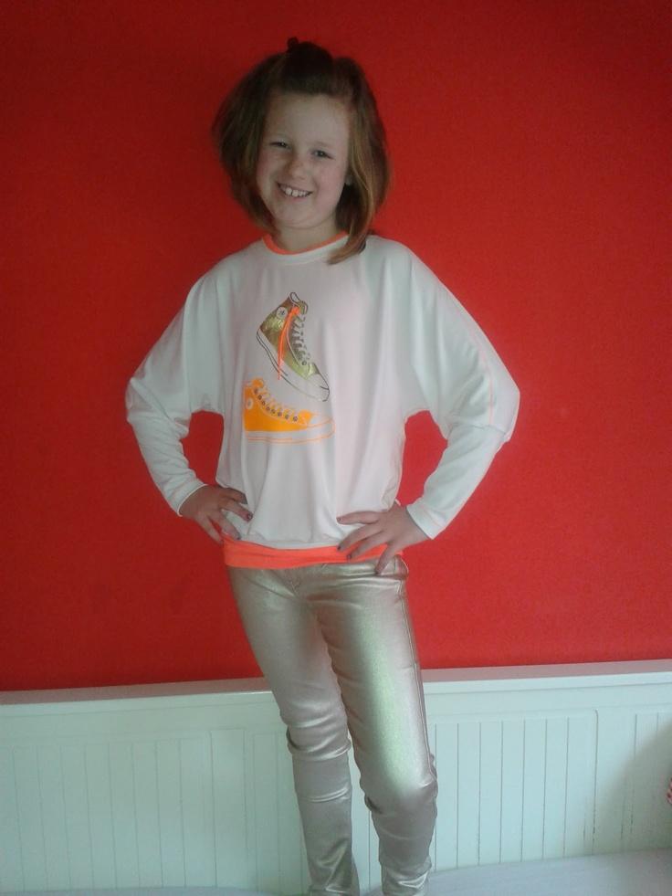 Zussies kleding.: Nog een shirt met vleermuis mouwen. gouden broek en vleermuismouwshirt