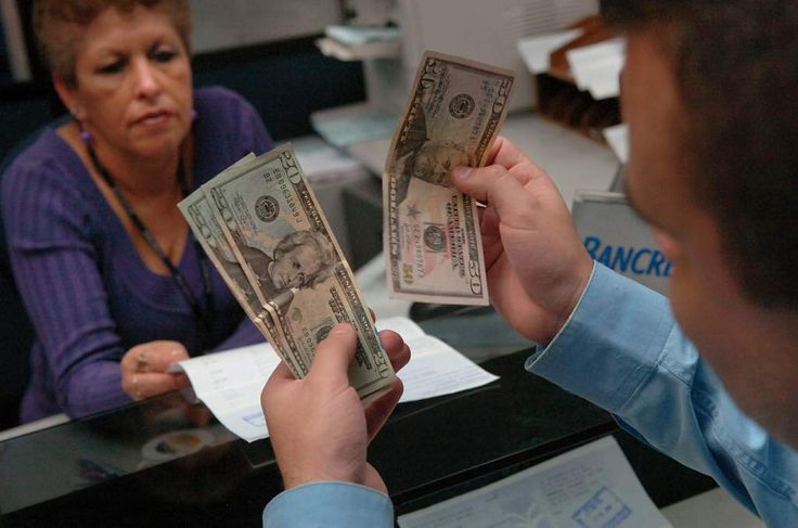 El lempira se depreció 0.85 centavos frente al dólar El tipo de cambio tuvo en el último trimestre de 2015 un fuerte aceleramiento, de acuerdo con un reporte del Banco Central de Honduras. Analistas proyectaban que este año la devaluación sería de 10 a 15%, pero no fue así.