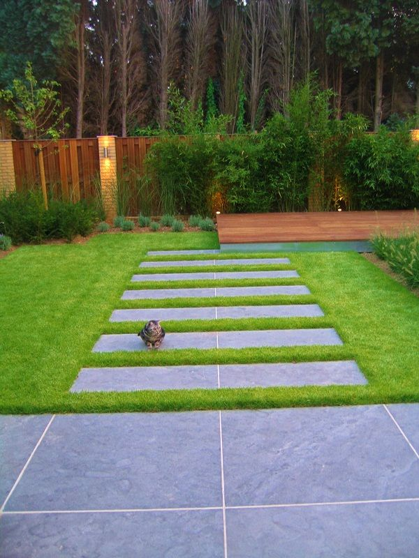 Horizontal pavers walkway - modern and clean