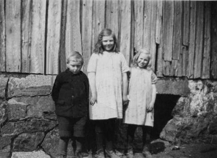 My grandad Ingolf Njærheim and his sisters Agnes and Målfrid