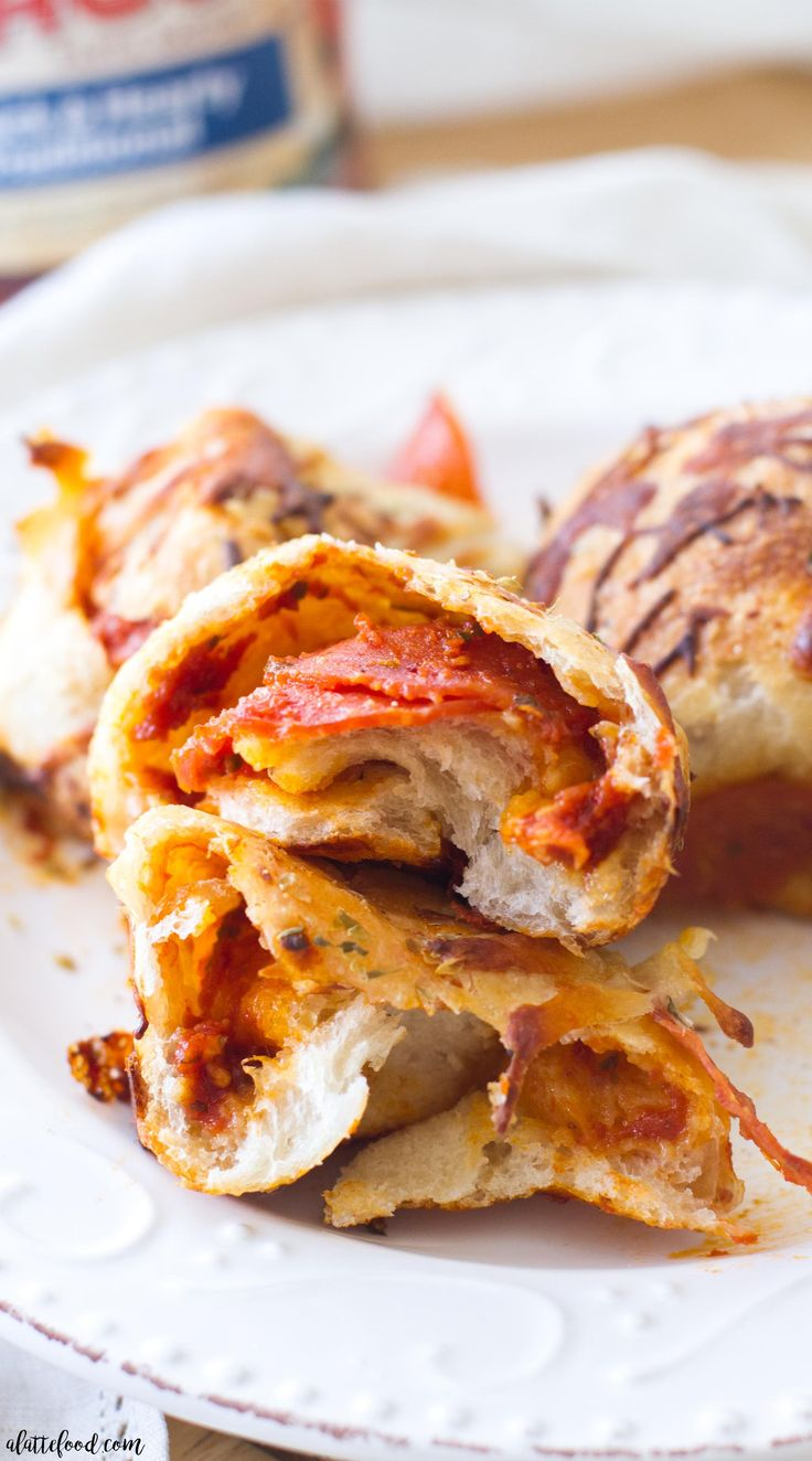 This easy appetizer recipe for Cheesy Pepperoni Pizza Bites is sure to be a hit! They are filled with simple ingredients and come together quickly! Made with RAGÚ®️️, this is the perfect tailgating or homegating!