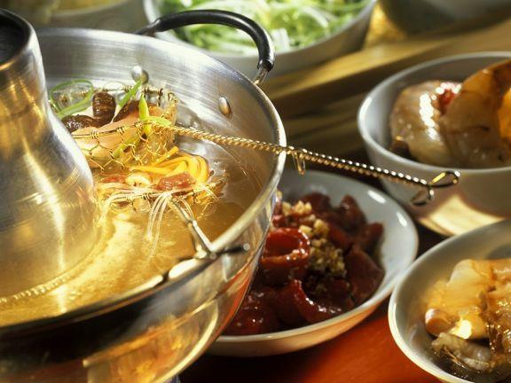 Chinesisches Fondue ist ein Rezept mit frischen Zutaten aus der Kategorie Pute. Probieren Sie dieses und weitere Rezepte von EAT SMARTER!